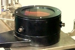 Lubricant chamber with the lubricant recirculation unit