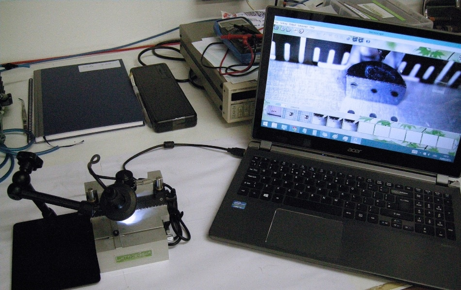 Cavendish Laboratory pairs the LatticeAx base platform with a Cavendish-supplied optical microscope and computer to further enable assured placement accuracy for the initial indent. This cleaving workstation ocupies only a small area on a work surface and is highly portable.