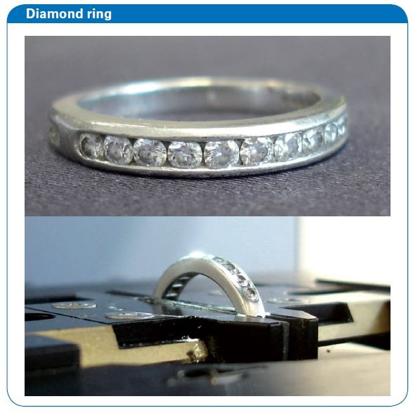 Diamond ring fixed in the sample holder vice