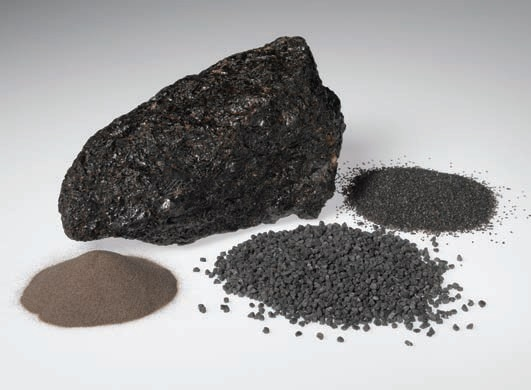 Blasting grain produced by crushing chunks of fused alumina.