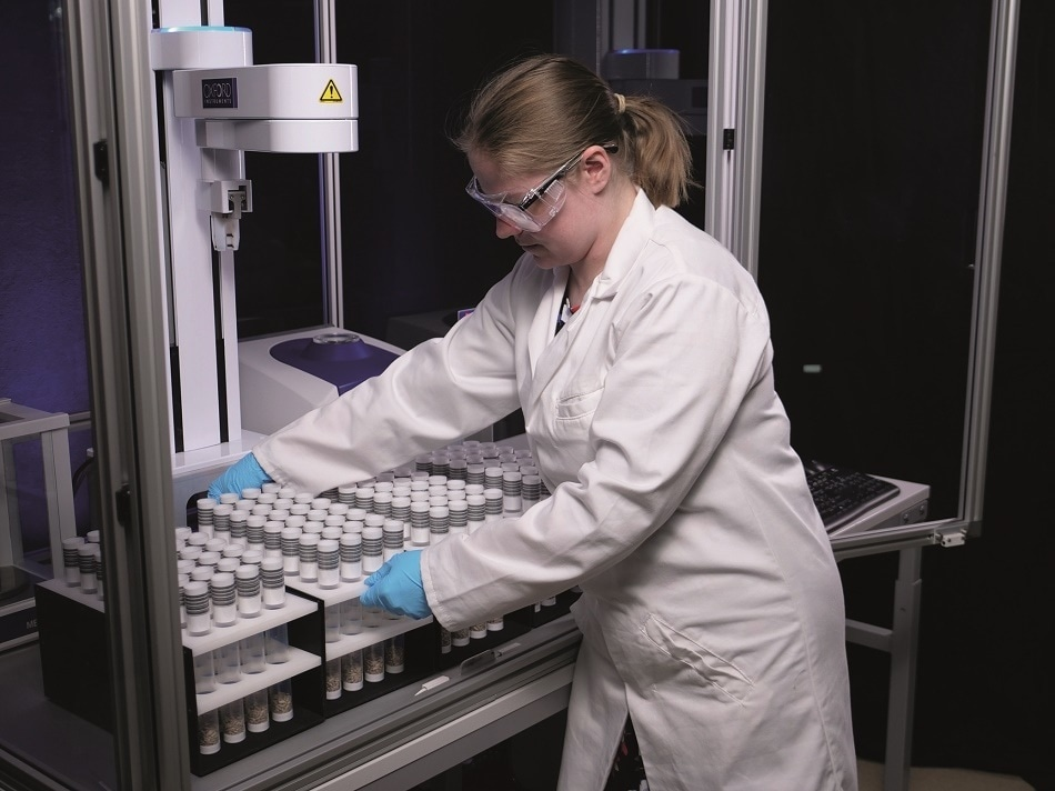 Oxford Instruments launches MQ-Auto – sample automation for the MQC+ range of benchtop NMR analysers