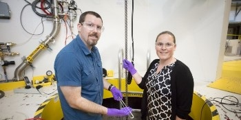 ORNL Researchers Develop Gas Flow Cell for Studying the Atomic Structure of Catalysts